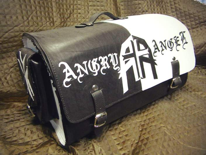 Комплект из кофров, сумки на бедро и батона