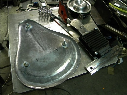 изготовление седла-лягушки для Harley