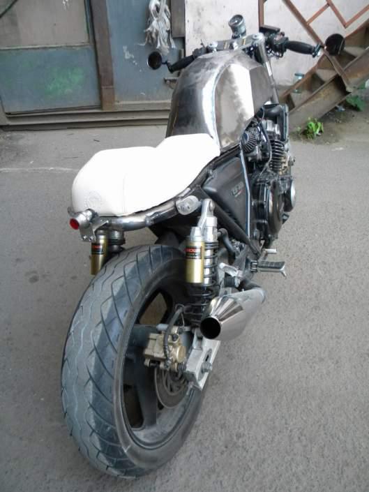 Кафе-рейсер из Honda CB400